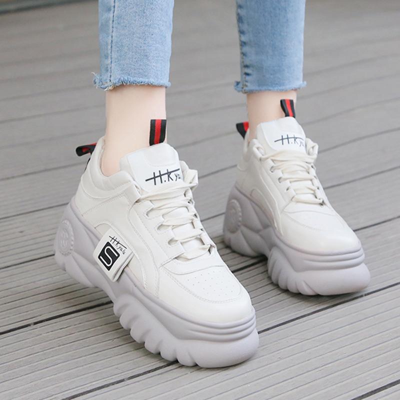 bo-suu-tap-giay-sneaker-trang-khien-nang-me-man-cua-giay-BOM-2