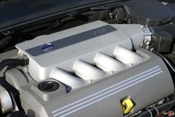 4.4L V8, 32 valve, 311 hp @ 5950 rpm