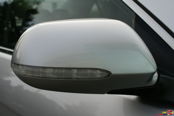 heated outside mirrors w/integrated turn signals