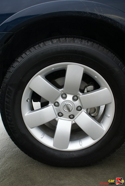 "20"" x 8.0"" 6-spoke aluminum-alloy wheels"