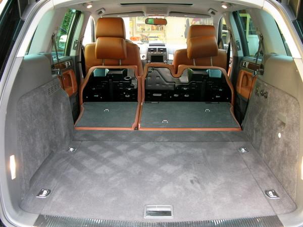 VW Touareg rear room