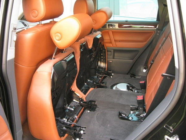 VW Touareg folding rear seats