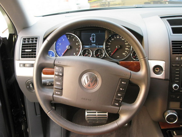 VW Touareg steering wheel