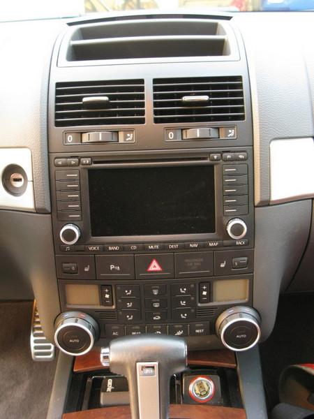 VW Touareg center console