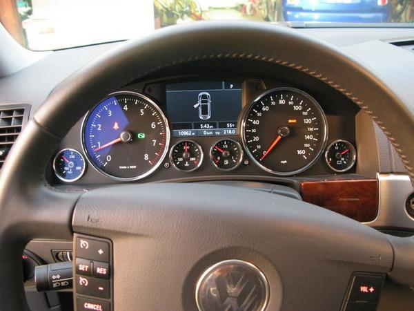 VW Touareg instrument cluster