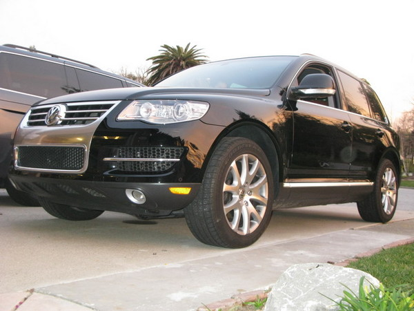 VW Touareg front profile fully lowered