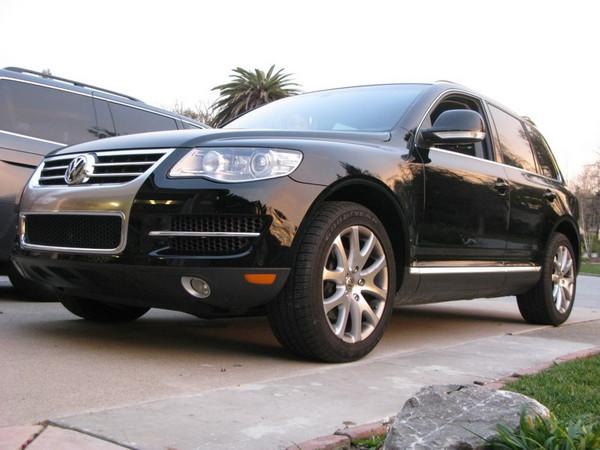 VW Touareg front profile