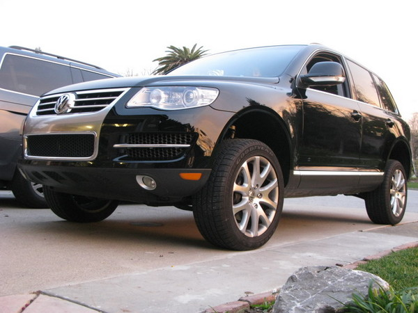 VW Touareg front profile at full off-road height