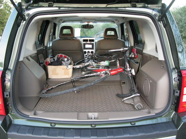 Jeep Patriot rear cargo room with road bike