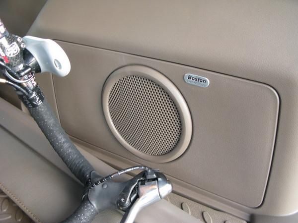 Jeep Patriot Boston Acoustics subwoofer