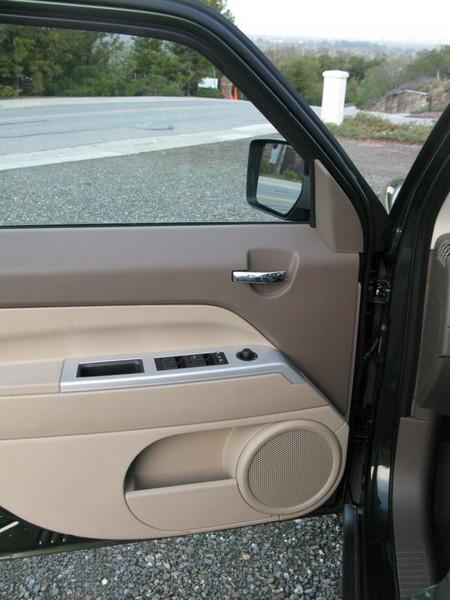 Jeep Patriot  front door panel