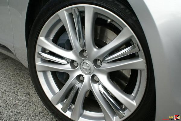 18'' five-spoke aluminum alloy wheels w/chrome accent