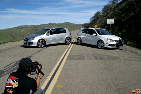 2008 Volkswagen R32 vs 2008 VW GTI