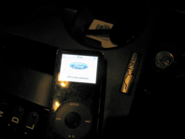 Ford Taurus X Sync with Ipod connected