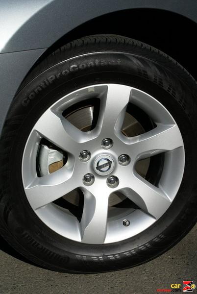 """16"""" x 7.0"""" Six-spoke aluminum-alloy wheels"""