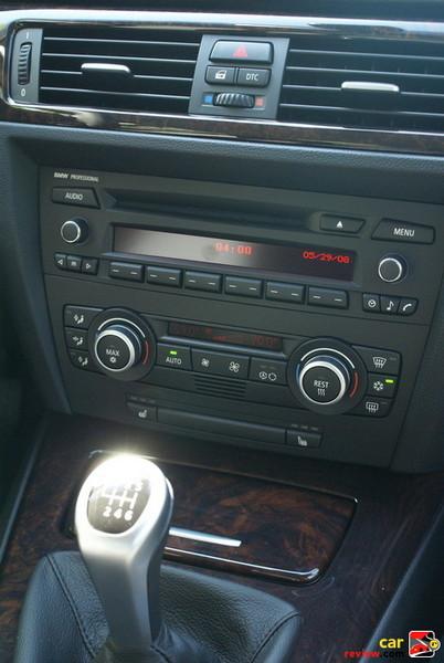 Logic7 Surround Sound anti-theft AM/FM stereo