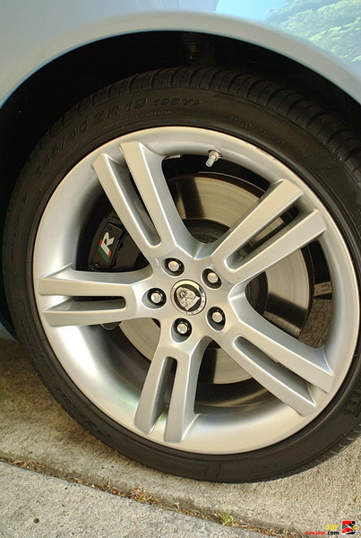 19-in. Jupiter Alloy Wheels