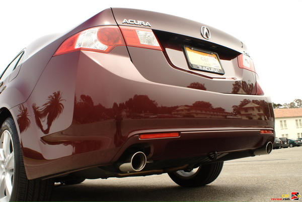 Integrated dual-outlet exhaust