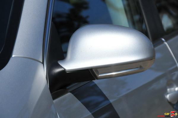 Side Blinkers Integrated into Side Exterior Mirrors