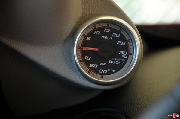 Boost gauge turbocharger, analog, A-pillar-mounted
