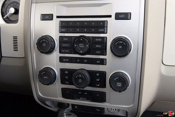 AM/FM Six-Disc In-Dash CD/MP3 Changer & Dual-Zone Temperature Control