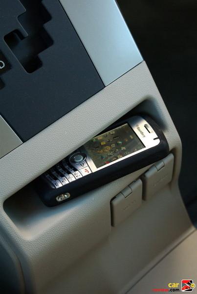 Center console storage compartment