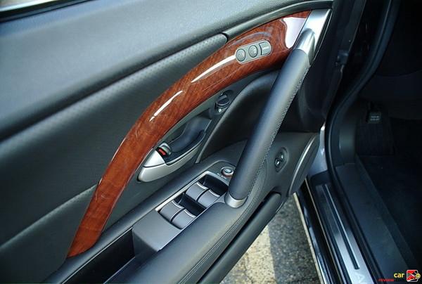 2009 Acura RL door panel