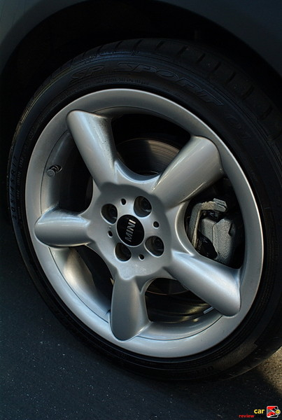 "17"" alloy wheels, 5-star pace"