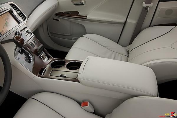 2009 Toyota Venza interior