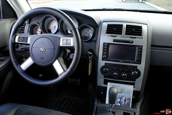 Dodge Charger SRT8 cockpit