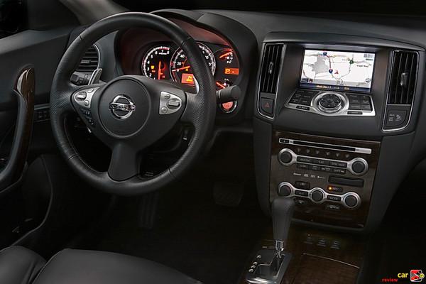 2009 Nissan Maxima driver's cockpit