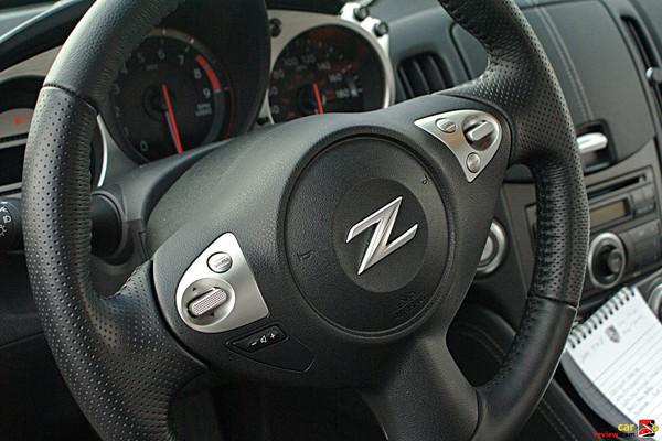 Nissan 370Z driver controls