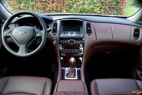 2009 Infiniti EX35 - front cockpit