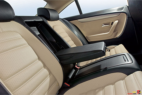 Rear center armrest, foldable