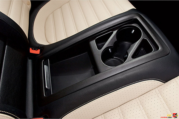 Cup holders, 2 front and 2 rear