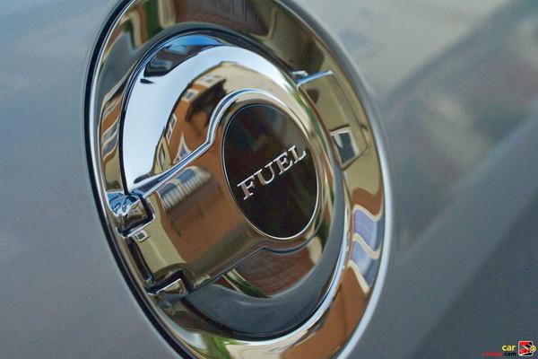 Racing-style fuel door