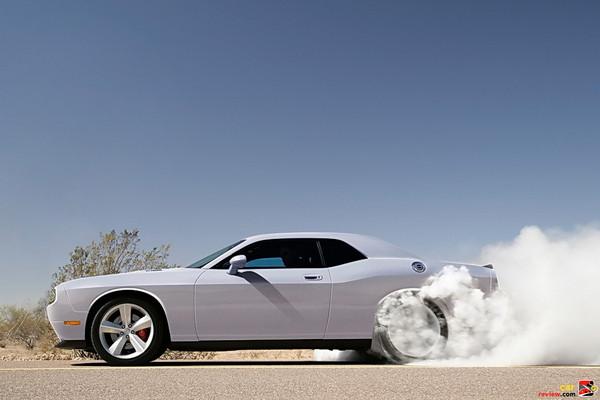 Dodge Challenger SRT-8 burn-out