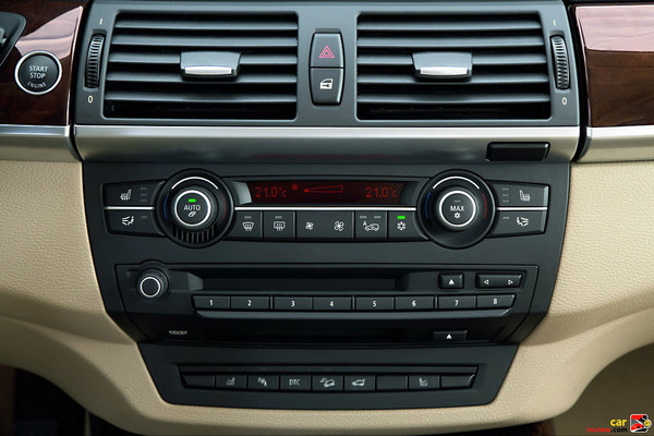 AM/FM stereo CD radio with Radio Data System (RDS)
