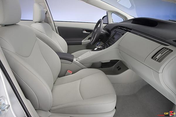 2010 Toyota Prius front seats