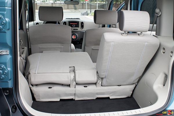 60/40 Split-fold sliding/reclining rear bench seat