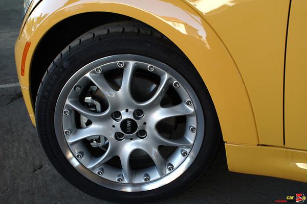 16 inch alloy wheels w/run-flats
