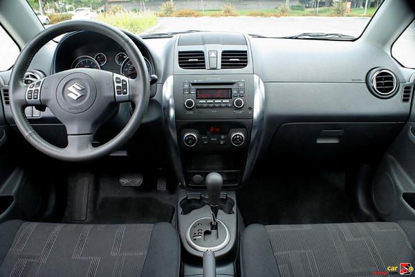 2010 Suzuki SX4 Crossover interior