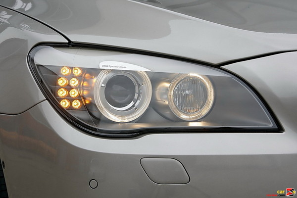 Xenon Adaptive Headlights with dynamic auto-leveling