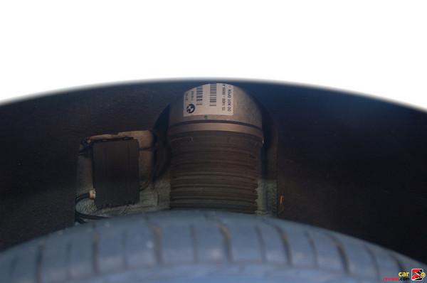 Self-leveling air suspension