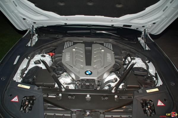 4.4L twin-turbocharged V8