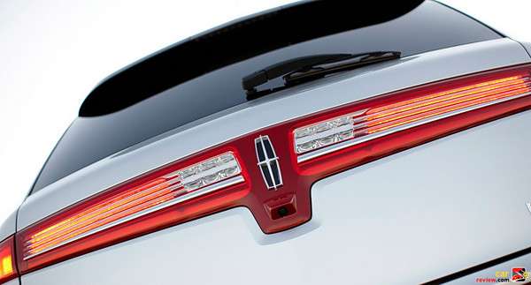 Lincoln MKT classic horizontal tail lamps