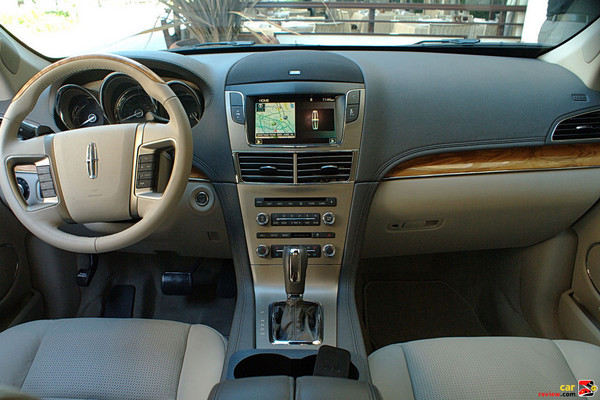 2010 Lincoln MKT front cabin