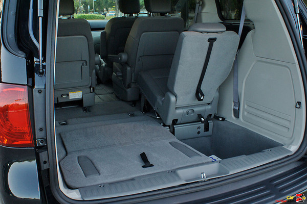3rd row folding bench seat w/tailgating position