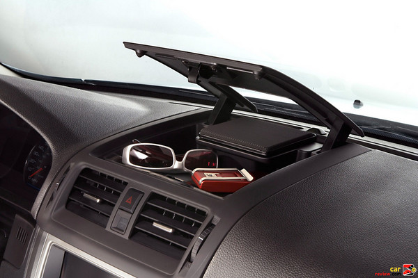 Instrument panel storage tray