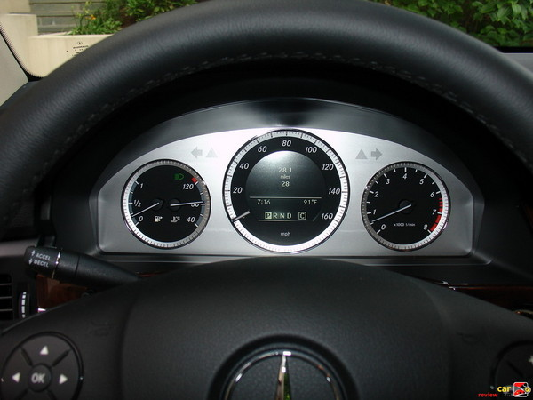 Multifunction display in instrument cluster